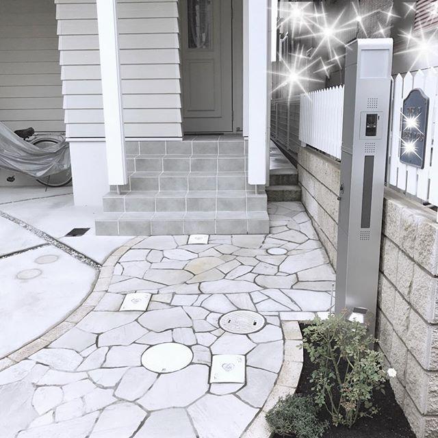 タイル貼りのおしゃれな玄関ポーチ9
