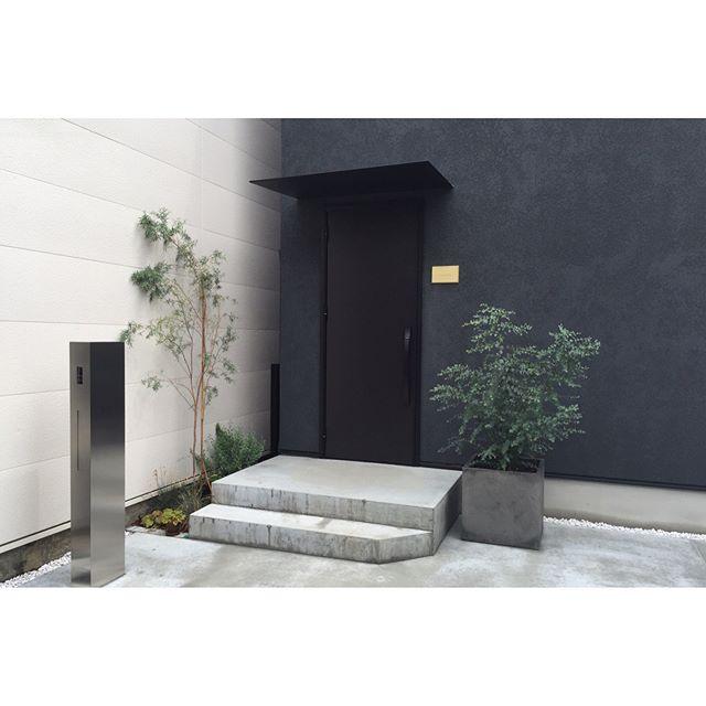 コンクリートのおしゃれな玄関ポーチ11