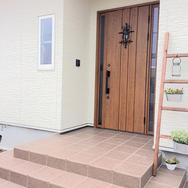 タイル貼りのおしゃれな玄関ポーチ20