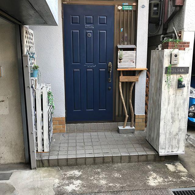 タイル貼りのおしゃれな玄関ポーチ11