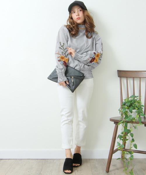 [Grandeir] 刺繍バルーン袖フリルネックトップス