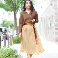 プリーツスカートで大人のクラシカルな装いを♪秋にピッタリな上品コーデをご紹介