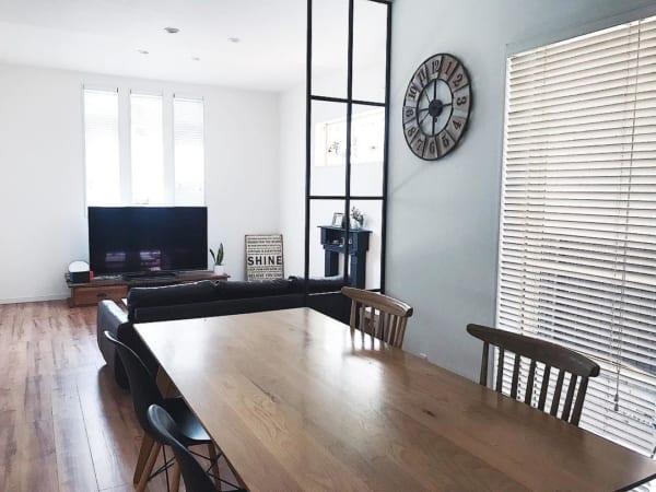 レイアウトの基本は家具を壁際に寄せること