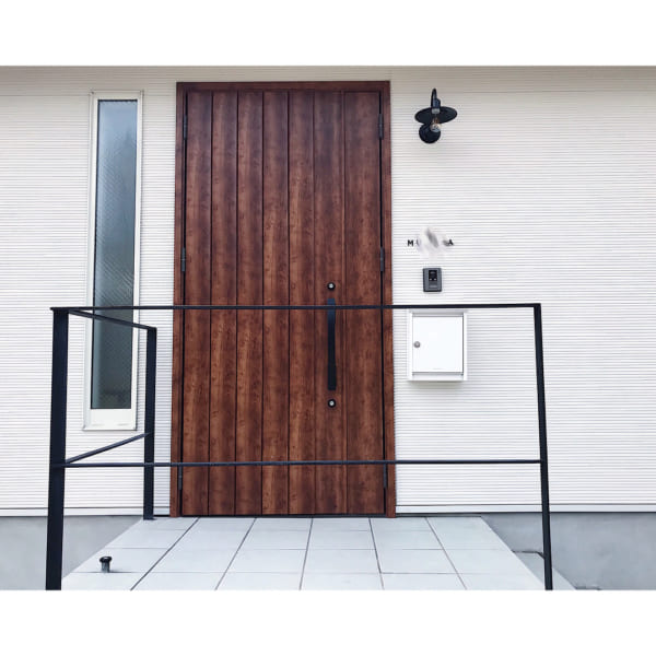 タイル貼りのおしゃれな玄関ポーチ3