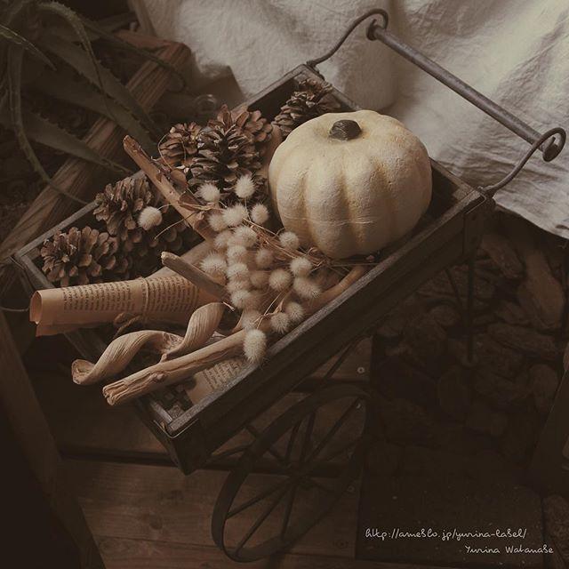 かぼちゃを置いた台車のインテリア