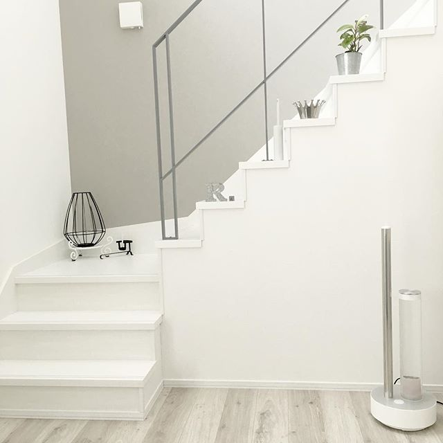 白×シルバーの階段