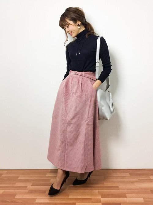 ピンクのロング・マキシ丈スカートを取り入れた大人コーデ8