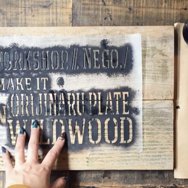 木材にステンシル