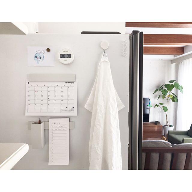 冷蔵庫横にカレンダー&メモ