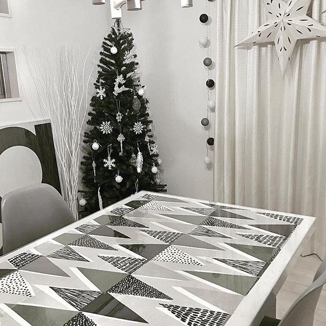 アクリル板の下のテーブルクロス
