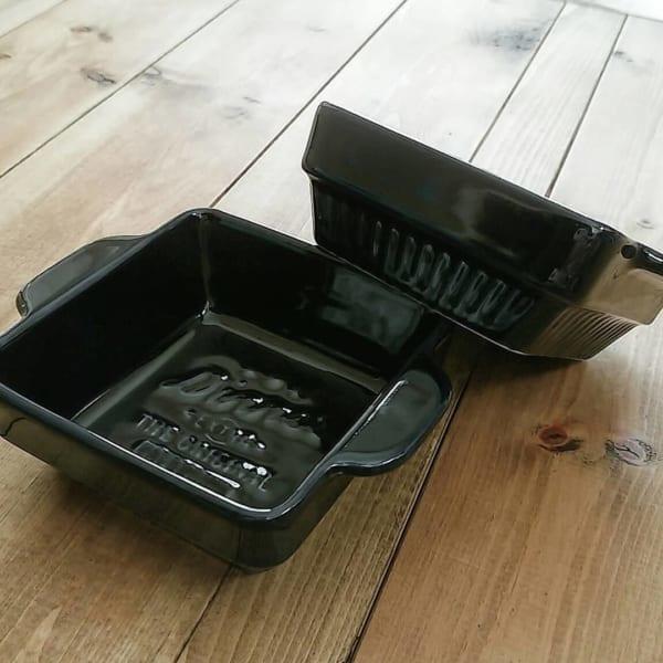 ブラックカラーのグラタン皿(セリア)