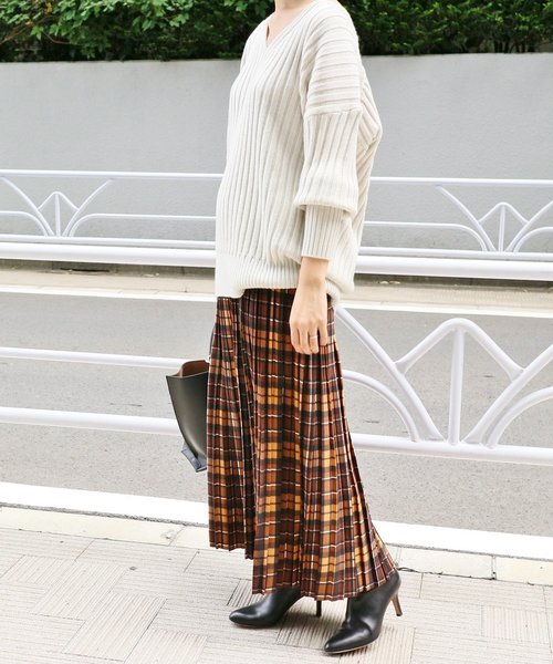 チェック柄のプリーツスカート