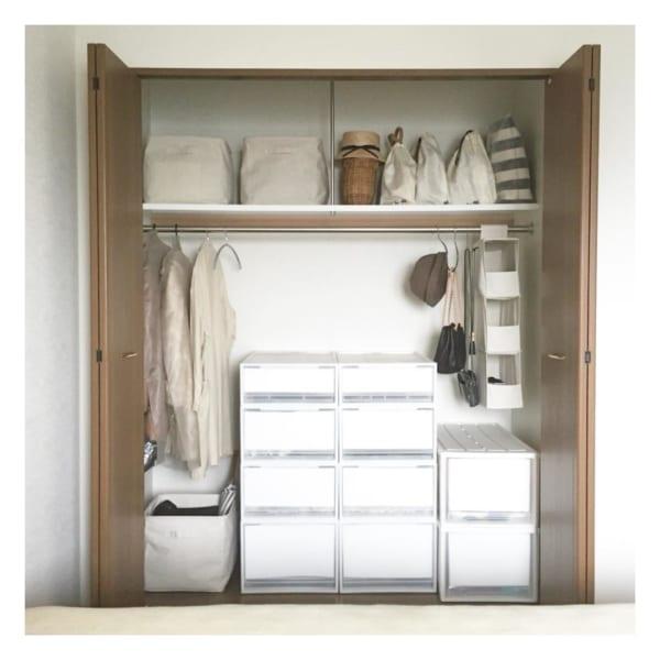 クローゼットでの衣類収納に使えるアイテム9