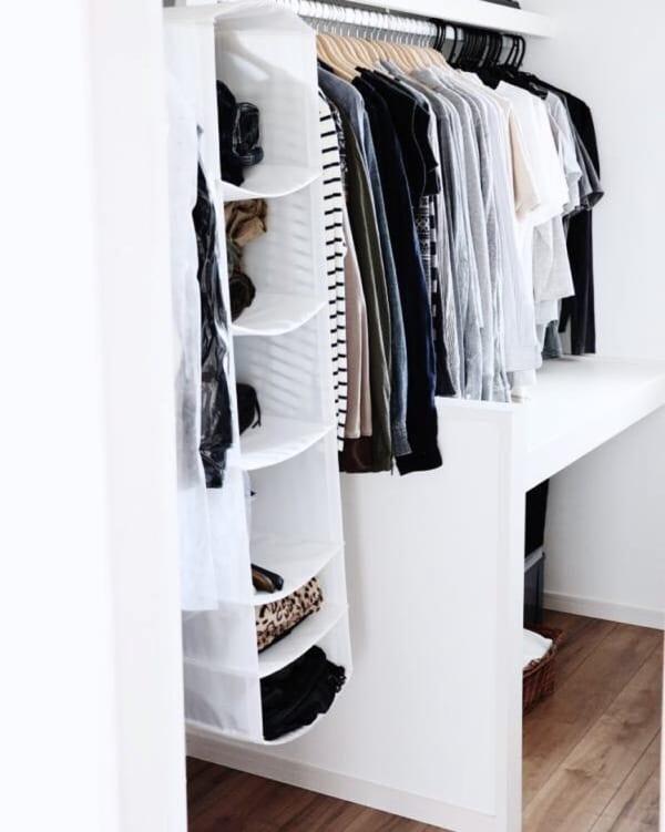クローゼットでの衣類収納に使えるアイテム13