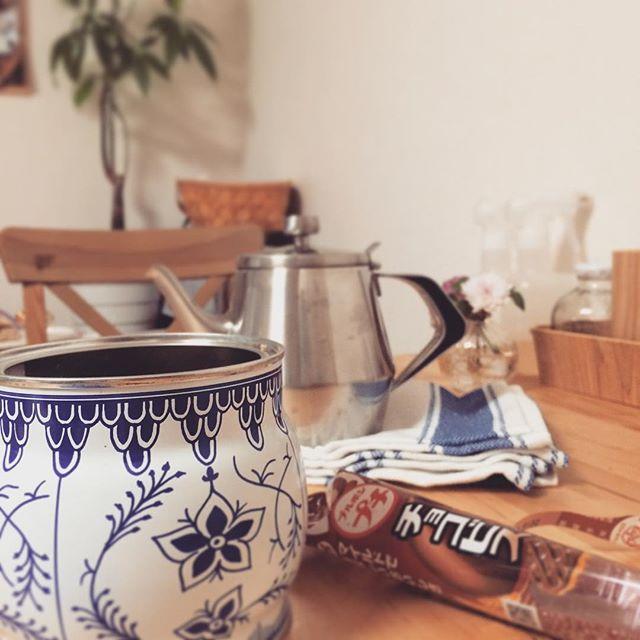 パッケージにも惹かれる食品類&コーヒー缶9