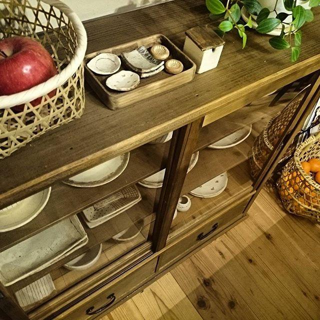 食器棚に飾るように4