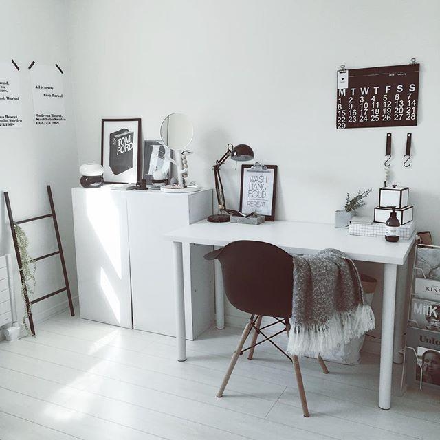 机のある部屋を整理整頓2