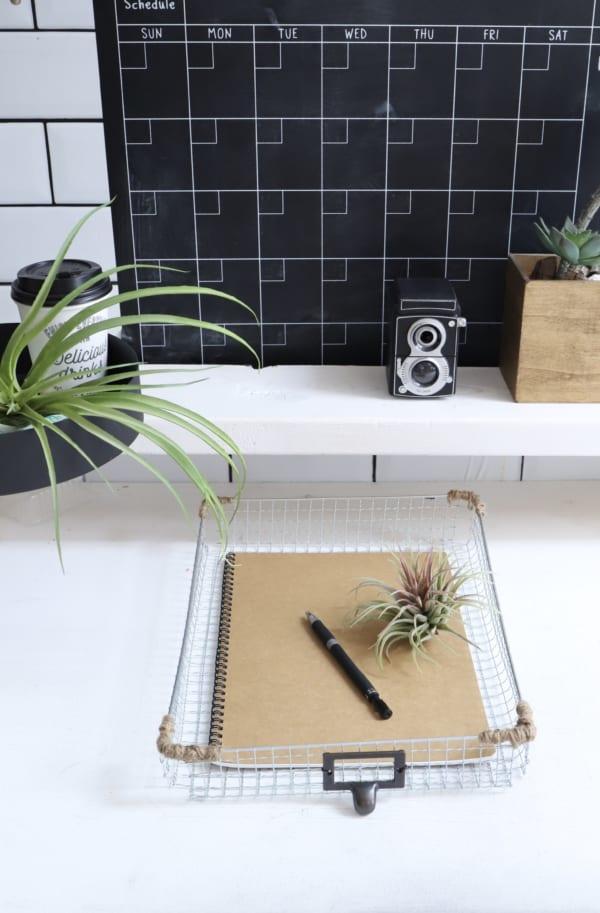 書類をまとめたり、植物をまとめたり。使えるトレイの完成!