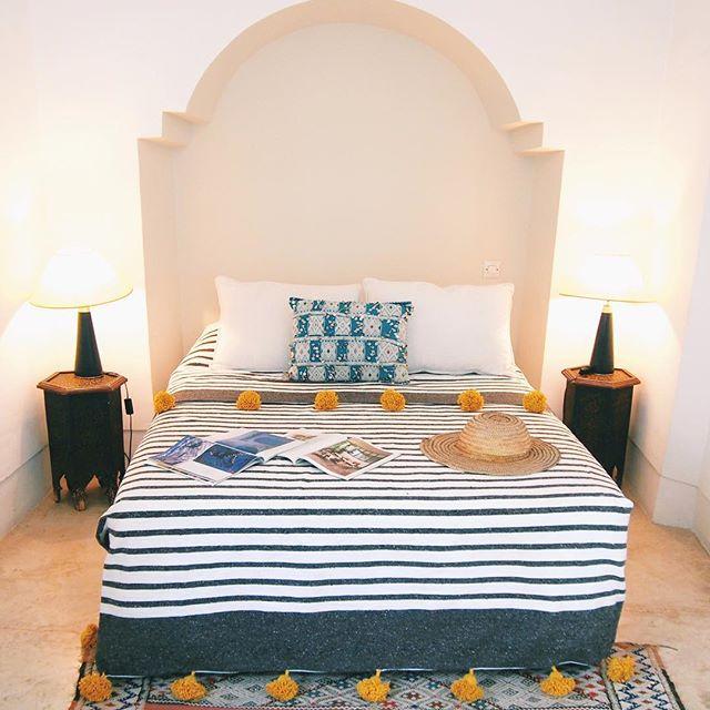 海外のホテル風ベッドルーム
