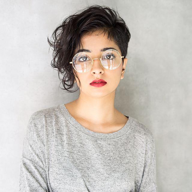 メガネが似合うショートヘア