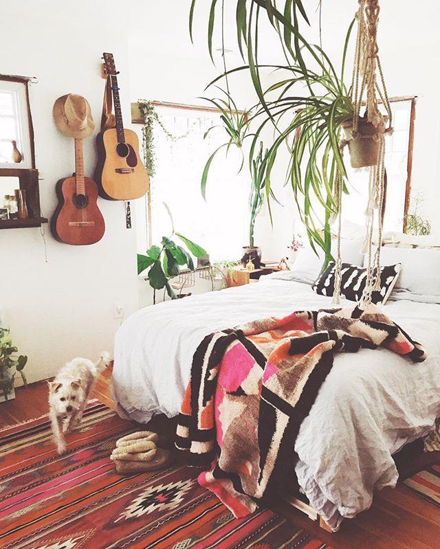 ベッドに足すだけで、一気に温かなイメージに