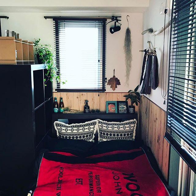 男前インテリアのベッドスペース