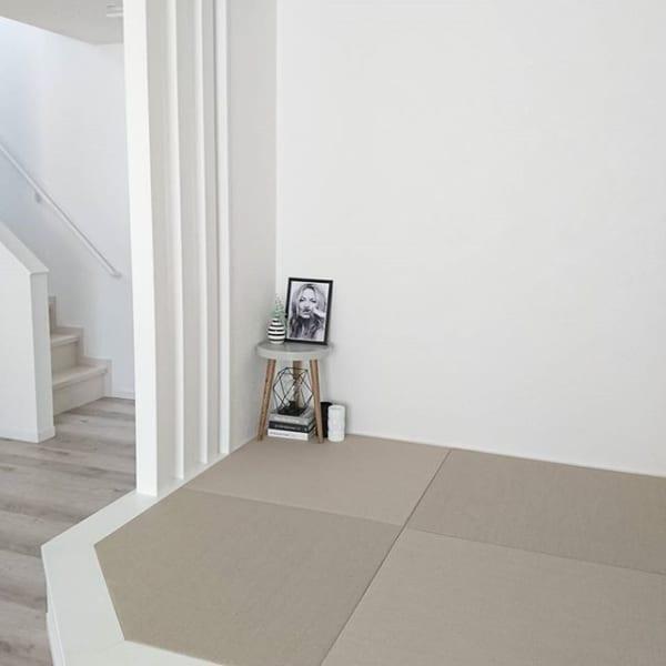 シンプルなデザインのサイドテーブル