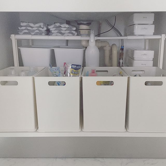 洗面台下の棚を十分に使って収納