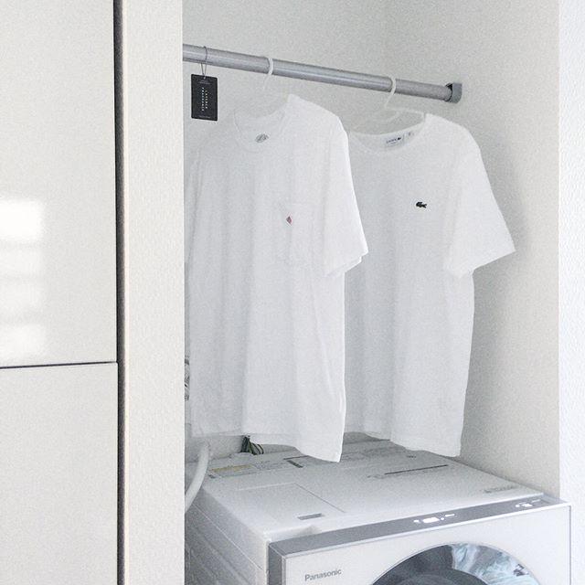 洗面所には、ツッパリ棒を利用した便利な収納