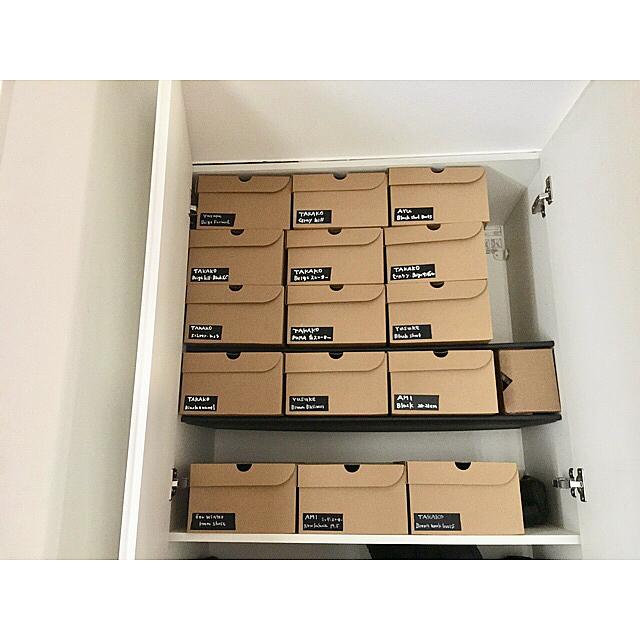 シーズンオフや冠婚葬祭の靴は箱を揃えて収納2