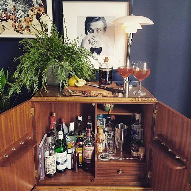 キャビネットを「Home bar」にするアイデア
