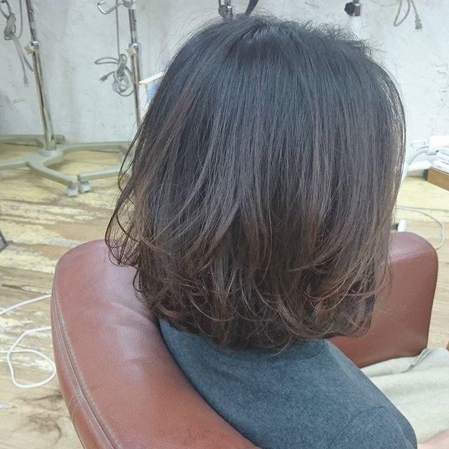 重くならない暗髪カラースタイル6