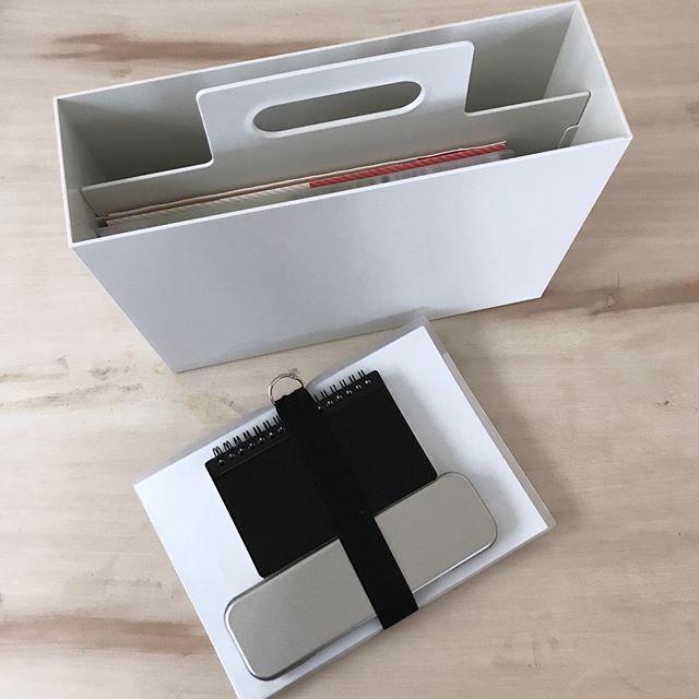 取っ手付きファイルケース
