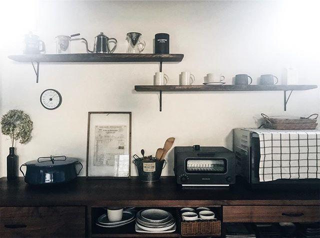 おしゃれキッチンの基本、見せる収納・家具