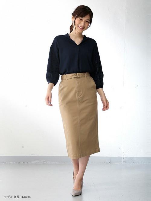 バルーンスリーブに施された刺繍使いが上品 トレンドのボリューム袖 袖異素材ブラウス