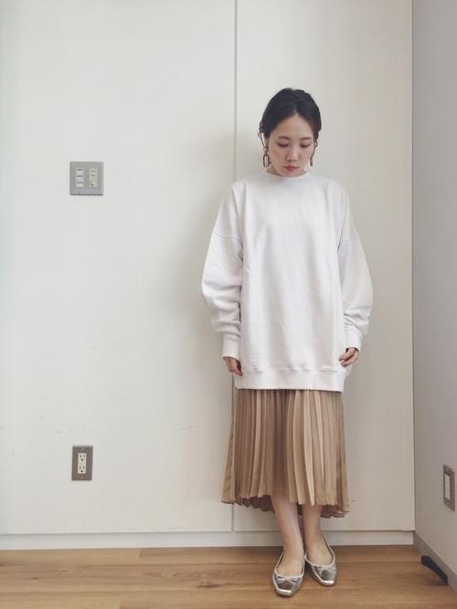 サテンアシメプリーツスカート