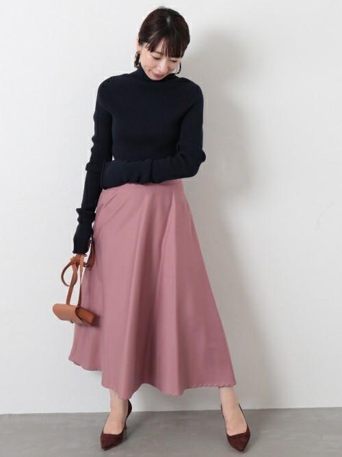 ピンクのロング・マキシ丈スカートを取り入れた大人コーデ6