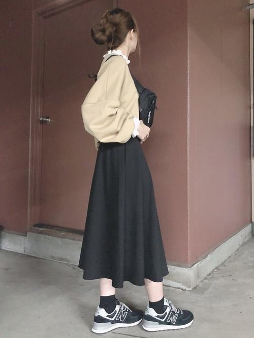 シンプルな黒スカート4