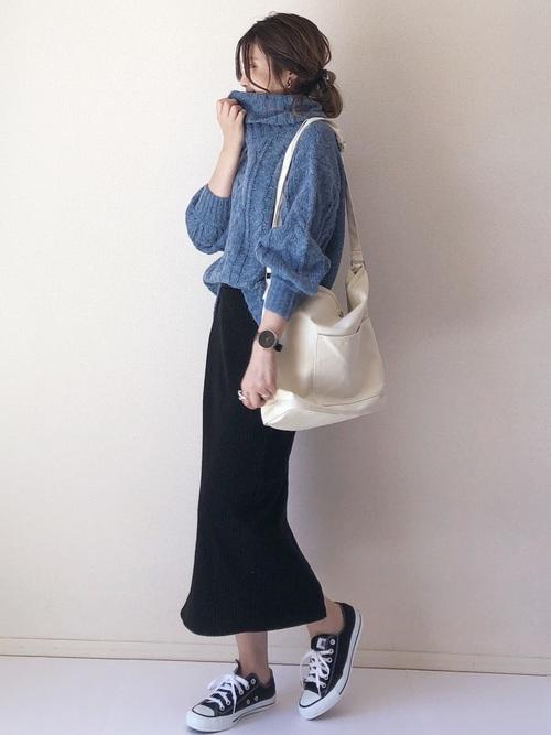 シンプルな黒スカート