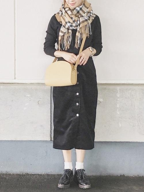 リブトップス×コーデュロイフロントボタンタイトスカート
