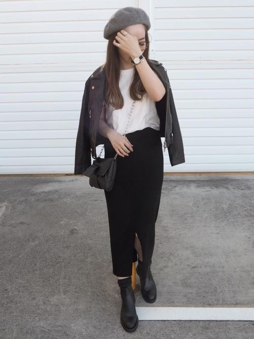 黒タイトスカート