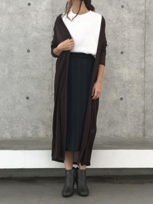 シンプルな黒スカート5