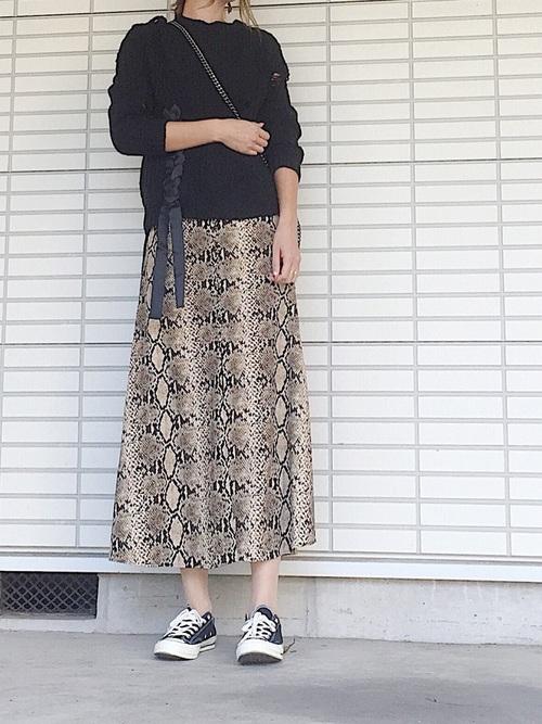 パイソン柄スカート
