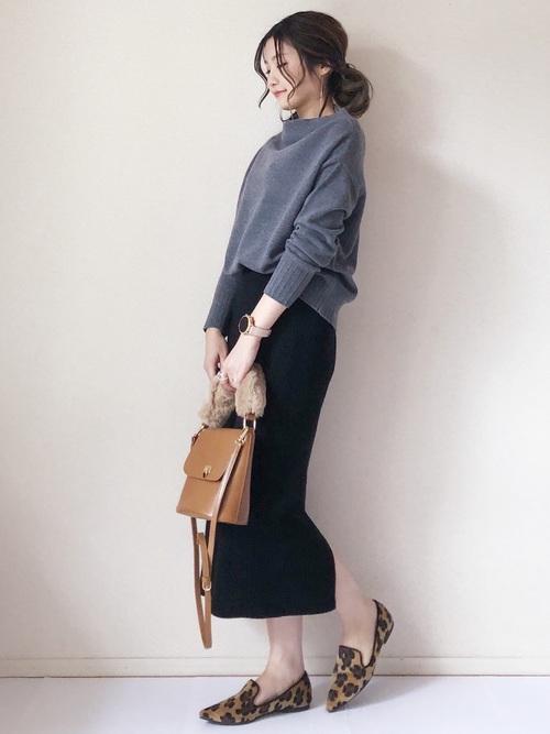 シンプルな黒スカート3