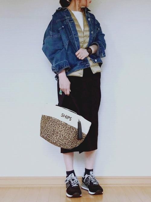シンプルな黒スカート2