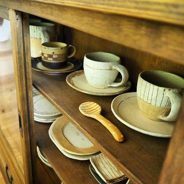 食器棚に飾るように