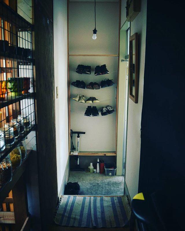 ユニークな収納方法で、玄関に遊び心をプラス
