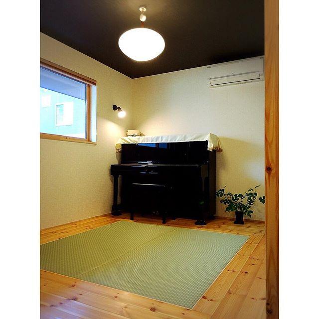 和室にピアノを