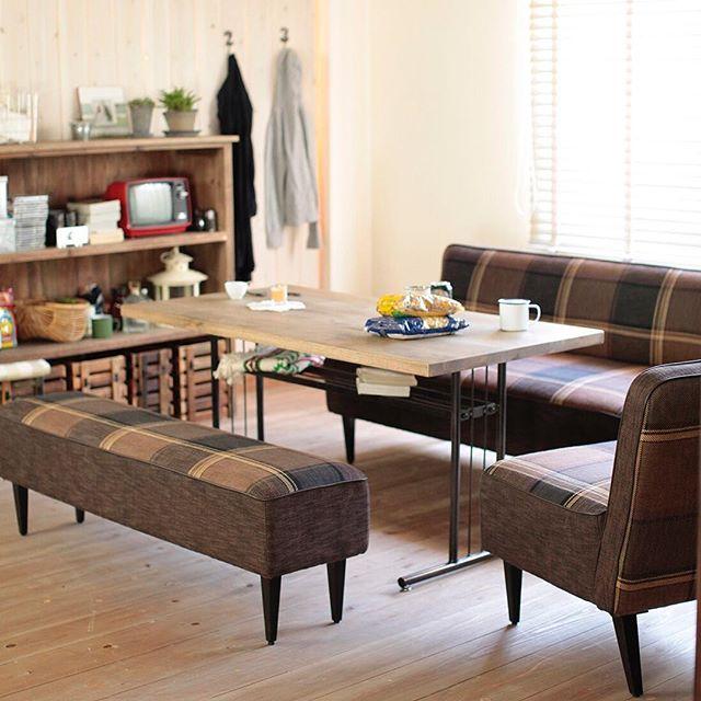 デザイン性のあるソファはお部屋のポイントに4