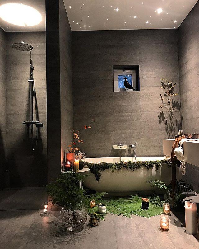 グリーンを取り入れた自然派バスルーム